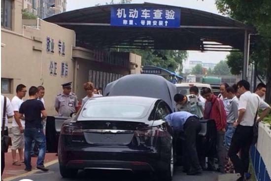 杭州第一辆特斯拉上牌 也需摇号或竞价