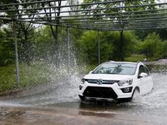 暴雨天气出门难?电动车推荐-北汽新能源EX360