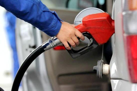 油价两连涨:92号汽油上调0.19元/升