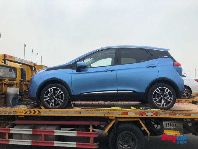2019上海车展探馆等速续航或达600公里 北汽新能源EX3抵达车展
