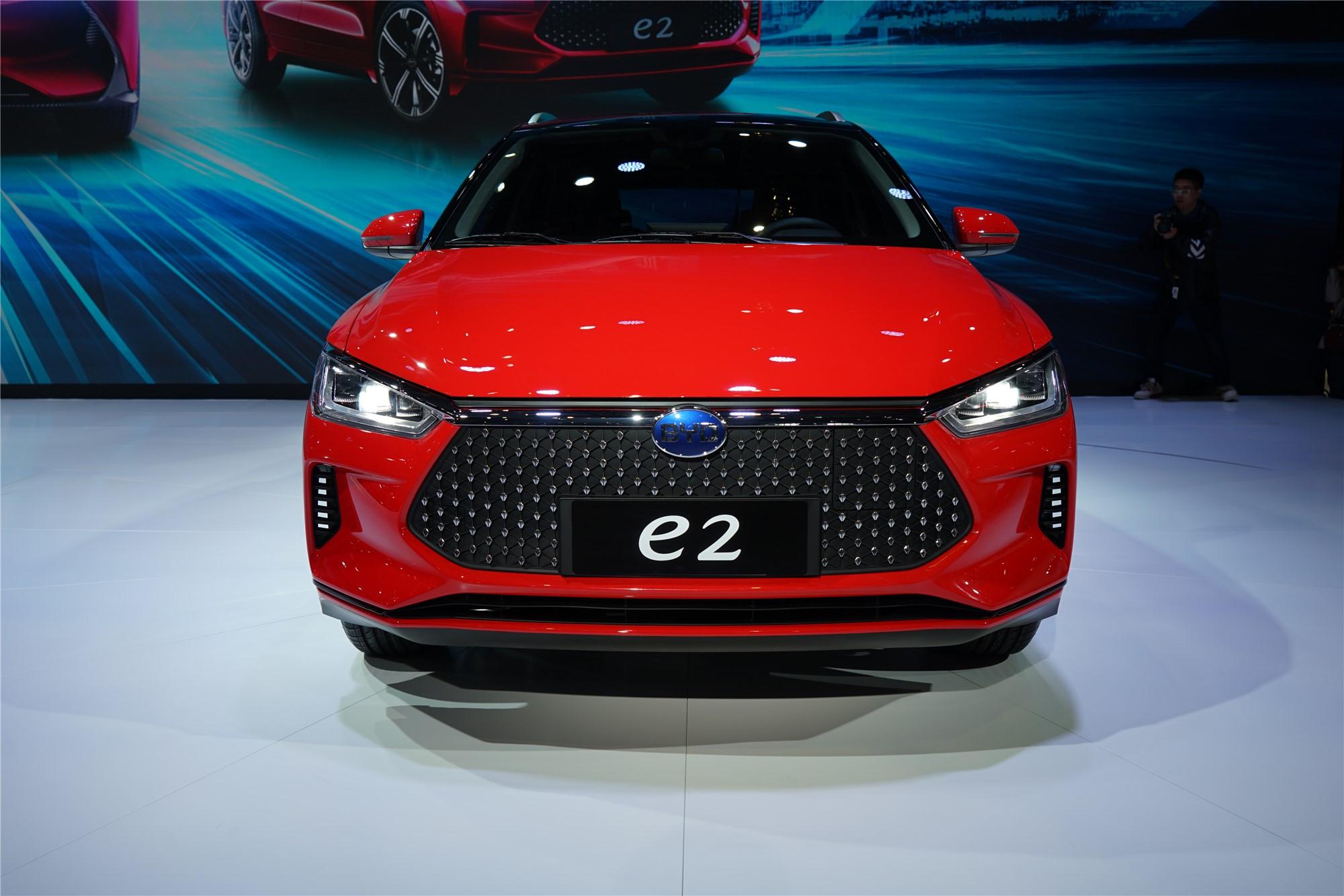 定位纯电跨界两厢车 比亚迪e2正式亮相