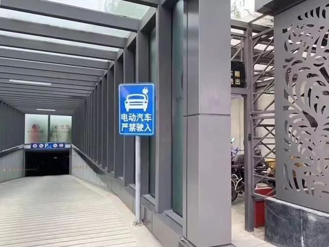 """功夫AUTO丨特斯拉""""火""""了,电动车""""黑""""了!"""