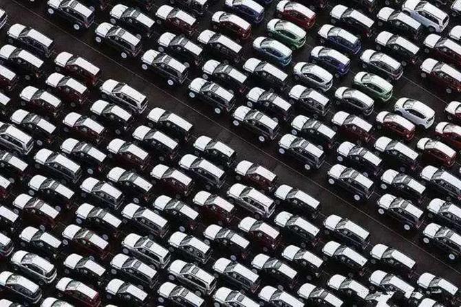 汽势传媒丨这是一个怎样的车市:传统车量价齐跌 新能源虚火太旺