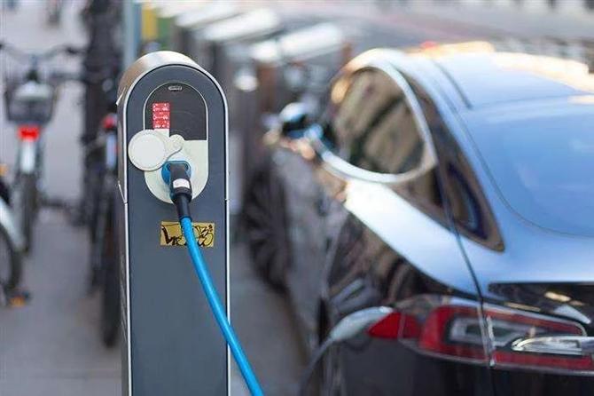"""功夫AUTO丨新能源车市增速放缓,""""无形的手""""在发挥作用?"""
