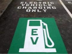 产销高歌猛进但事故层出不穷 新能源汽车安全谁来守护?