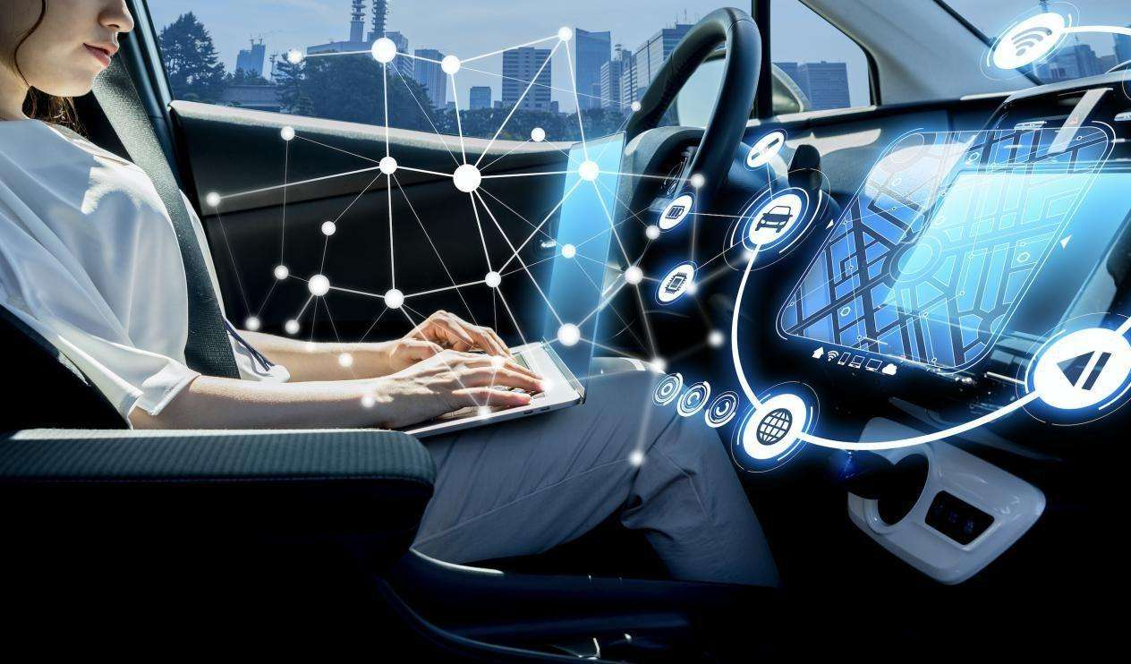 上海市颁发国内首批智能网联汽车示范应用牌照