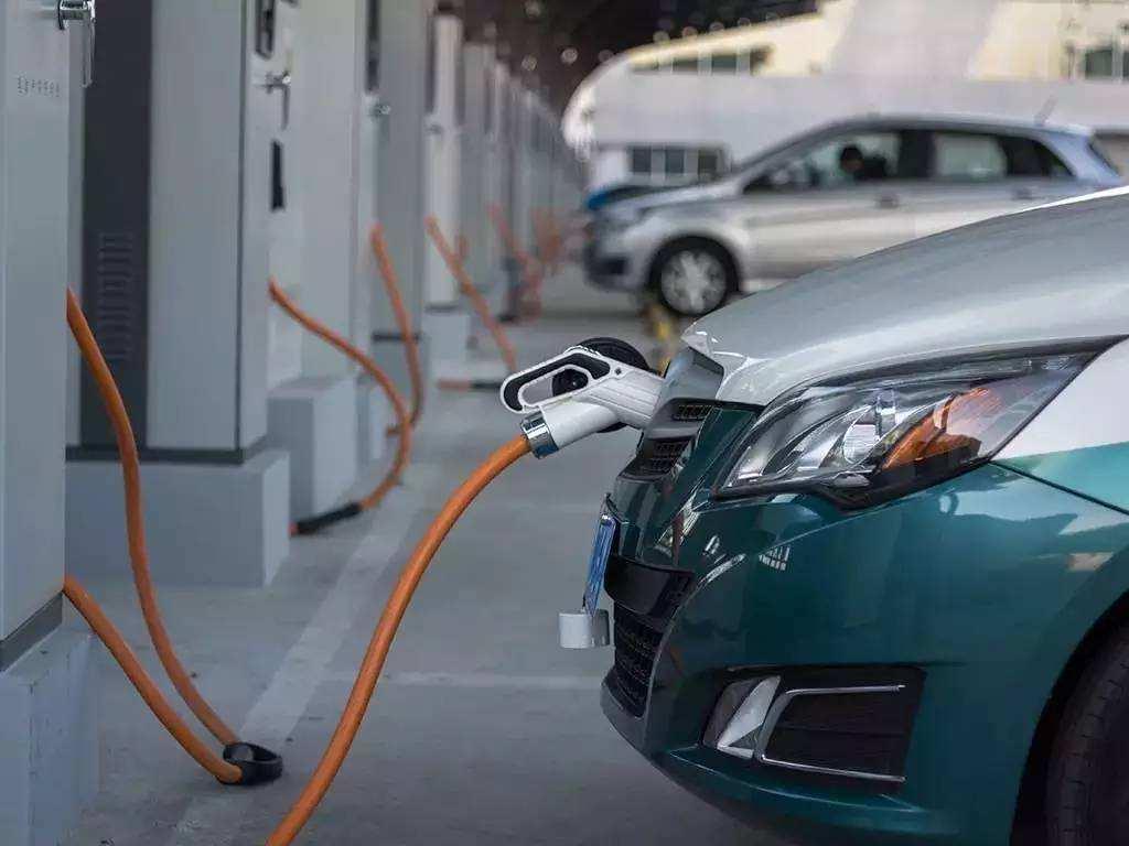 """下半年开局接连遭受""""阵痛"""" 新能源车市的""""金九银十""""是否还能期望?"""