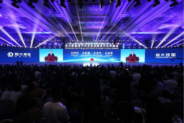 """许家印发布恒大新能源汽车战略:三年内投资450亿元 """"恒驰1""""明年上半年亮相"""