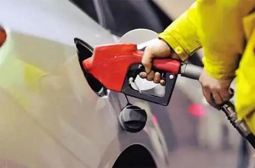 国内油价迎今年最后一次调价 92#汽油每升涨0.17元