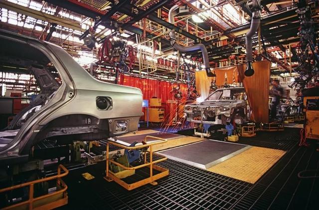 功夫AUTO 停产!关厂!销量熔断!全球汽车业还得靠中国来救?