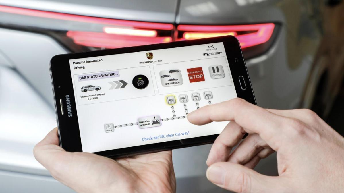 保时捷在车间内演示自动驾驶技术
