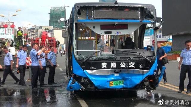 贵州公交车坠湖 宇通:一切以权威部门调查结果为准