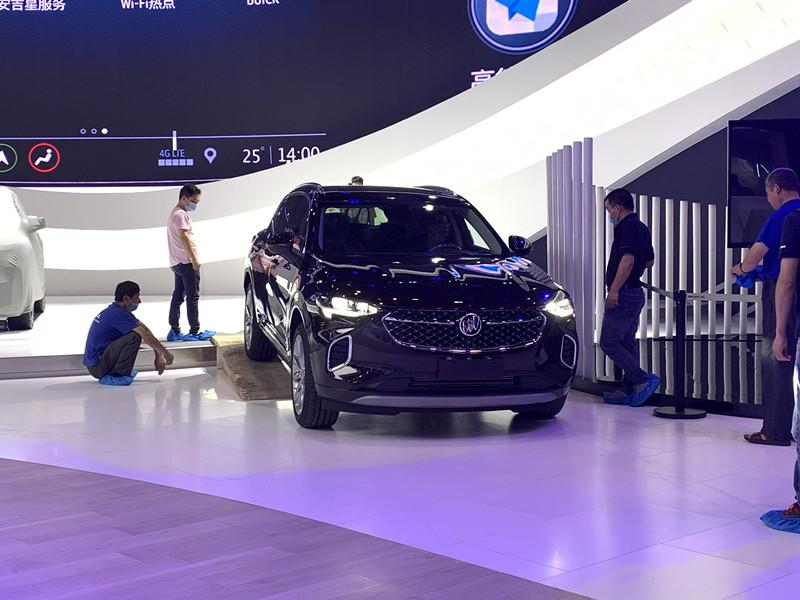 2020成都车展探馆 | 提供普通和艾维亚两种版本 别克昂科威S抵达展馆