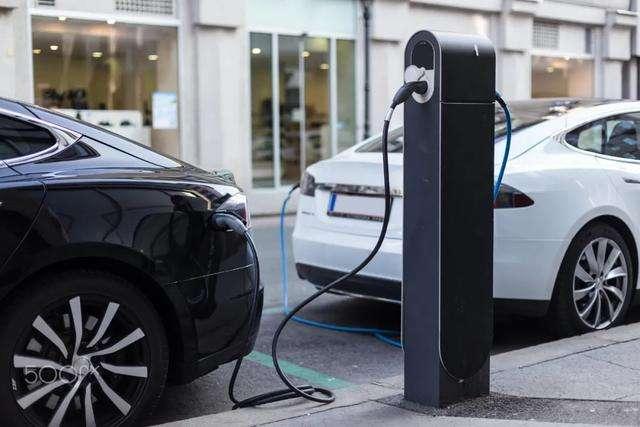 新能源汽车结束12连跌同比回正,全年销量预计达110万辆