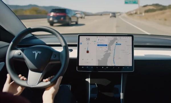 特斯拉Q3车辆安全报告:Autopilot安全行驶里程有所延长